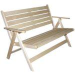 Широкое кресло, выполненное из липы