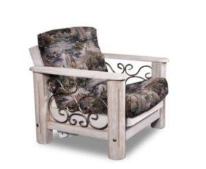 Сосновое красивое кресло