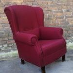 Современное бордовое кресло для дома