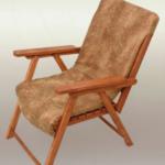 Современное деревянное кресло