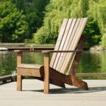 Современное кресло, изготовленное из лиственницы
