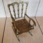 Современное кресло, созданное из бронзы