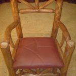 Современное кресло, созданное из массива сосны