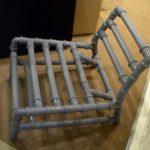 Созданное кресло из труб