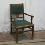 Старинное шикарное кресло на основе дуба