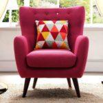 Стильное поп-арт кресло в розовом цвете