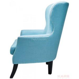 Светло-голубое красивое кресло