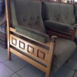 Темно-оливковое мягкое кресло для дома