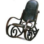 Темно-ореховое кресло