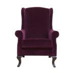 Яркое кресло бордового цвета