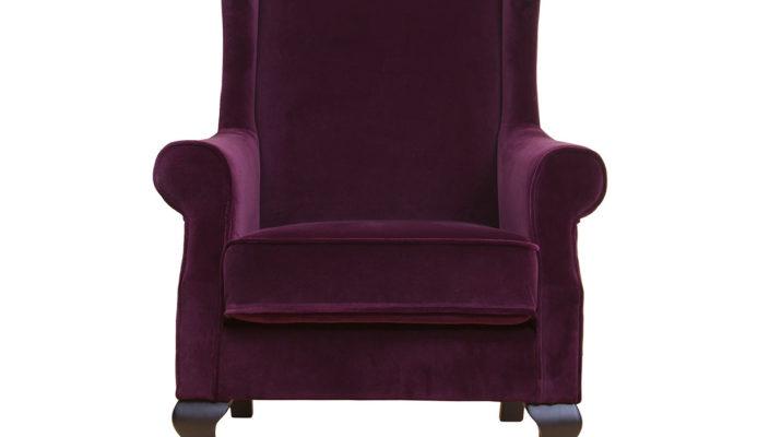 Темное бордовое кресло для дома