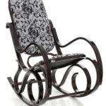 Темное кресло качалка из ольхи