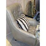 Удобное кресло приятного оливкового цвета