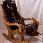 Удобное кресло, созданное из лиственницы