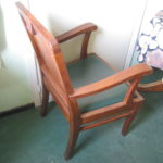 Удобное прочное кресло из сосны
