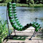 Удобное современное кресло на основе бутылок