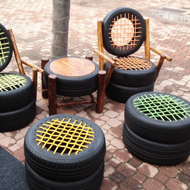 Уличные кресла из колес