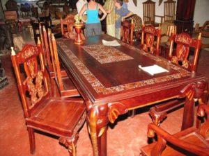Уникальная мебель на основе красного дерева