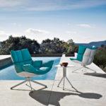 Уютное нежно-голубое кресло