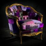 Винтажное кресло, созданное в фиолетовом цвете