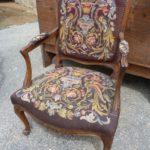 Выбираем кресло из орехового дерева