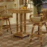 Высокие кресла, созданные из бамбука
