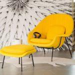Кресло в желтом цвете для оформления интерьера