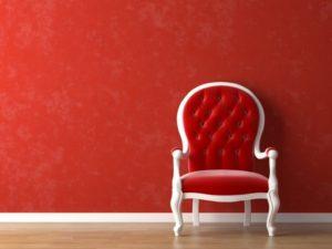 Яркое кресло в насыщенном красном цвете