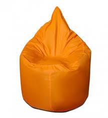 Яркое оранжевое кресло