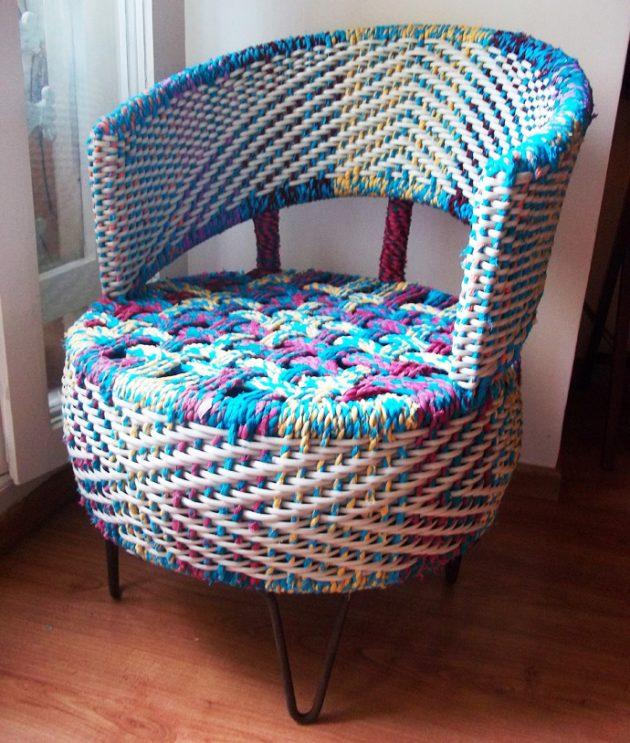 Яркое современное кресло из колес