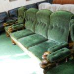 Зеленые удобные велюровые кресла