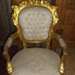 Золотое кресло в дворцовом стиле