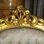 Золотое оформление кресла