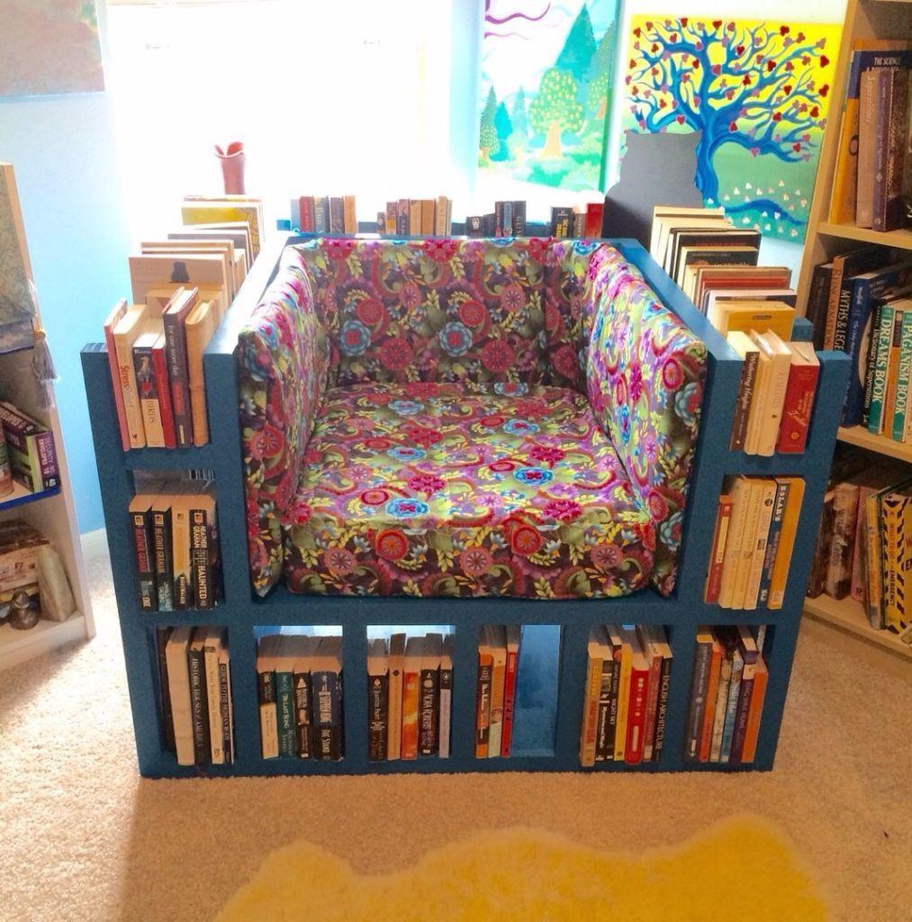 кресла из книг