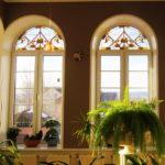 Витражи на окнах – эффектный декор