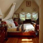 Секреты оформления спальни в мансарде