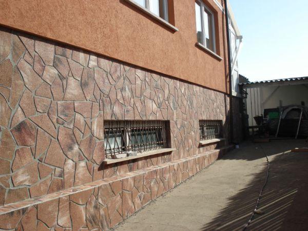 oblitsovka-tsokolya-naturalnym-kamnem-a