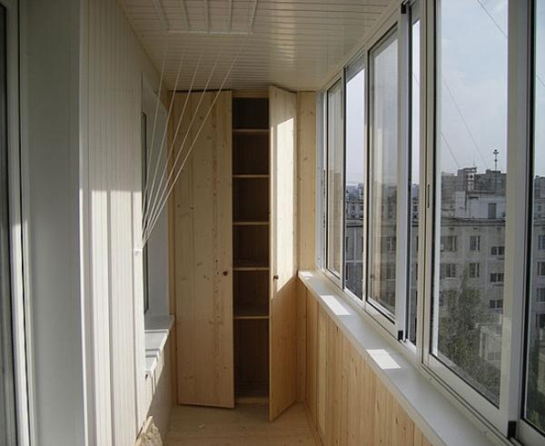 vstroyeniy-shkaf-na-balkon