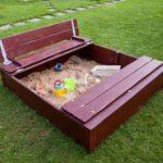 Как выбрать песочницу по материалу изготовления