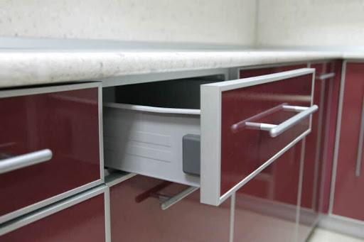 Особенности алюминиевых профилей для кухонных фасадов